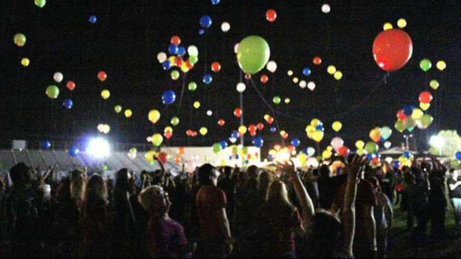 5051.222meg.RP-balloons-release