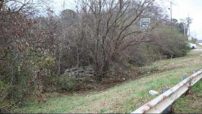 Fatal crash on dogwood - grass 12-15-12 IMG 0696