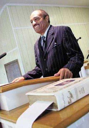 Pastor-Battle-at-pulpit-IMG