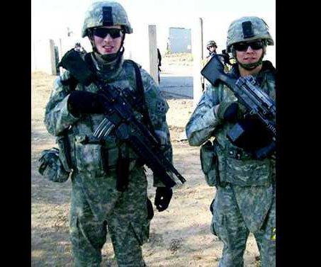 0110MECCA   Joe Rode in Iraq on left
