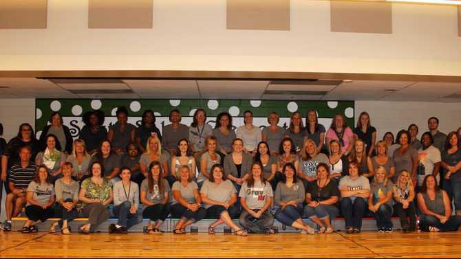 The-staff-dressed-in-grey-to-honor-their-fellow-teacher