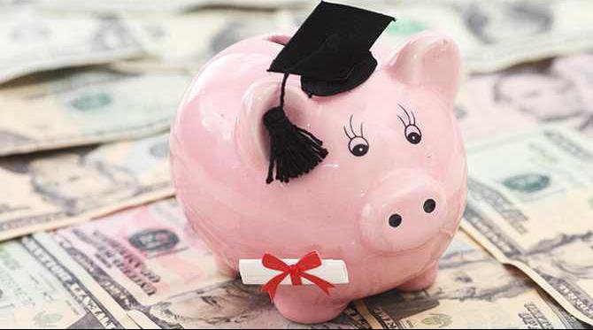 Piggy-Bank-with-graduation-cap-and-money-N1405P49011C