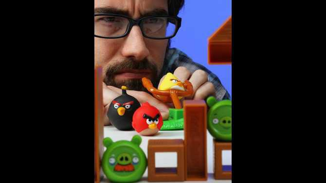 playing-angry-birds-board-game