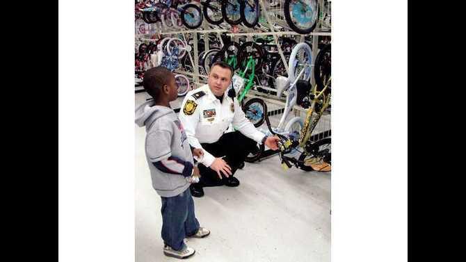 shop-with-a-cop--2009-DSC06940