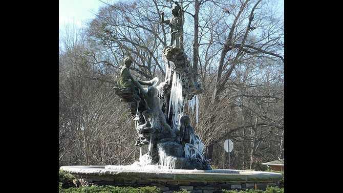 frozen-fountain-1497744 10151807130850764 1431715775 n