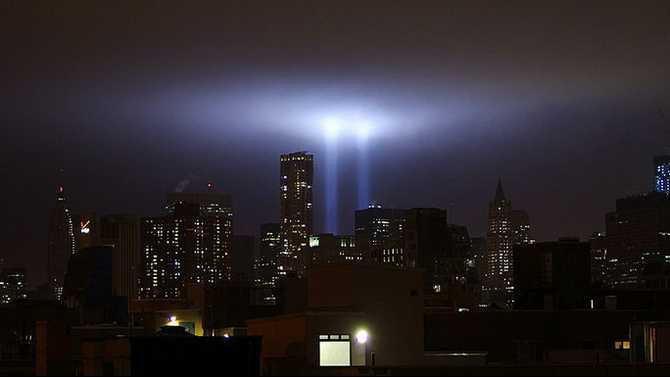1280px-Tribute in Light September 11 2011 Shankbone