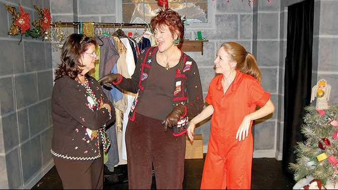 Christmas-Belles-Honey-Ray-Cyndi-Evans-Rhonda-LynnKaren-Ruetz-and-TwinkTara-Freeman-recounting-a-Christmas-caper3
