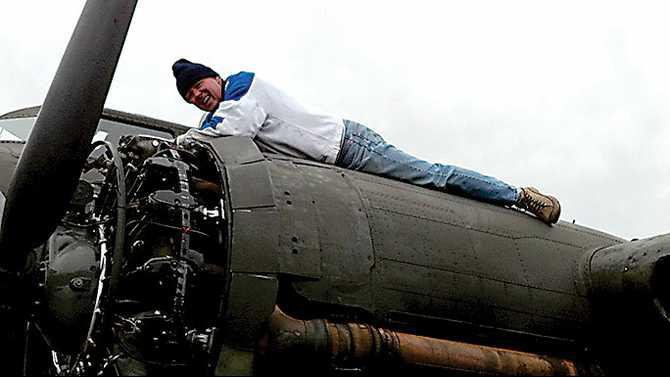 Nomad---Jim-Lawrence-working-on-WWII-B-17-engine
