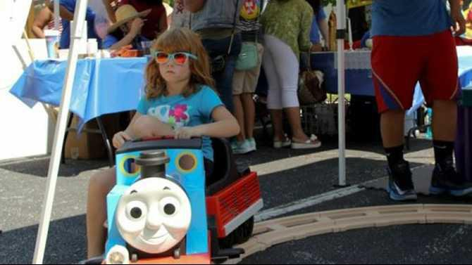 Child-on-thomas-train