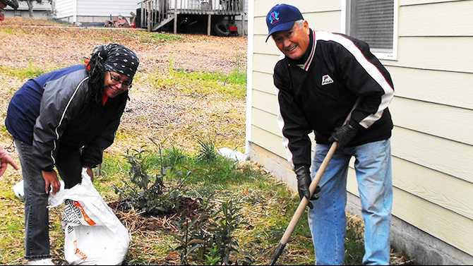 Master Gardeners at habitat for humanity olde town