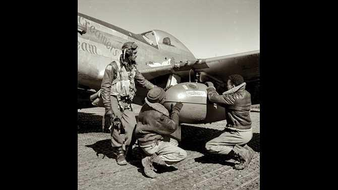 tuskegee-airmen-and-P-51