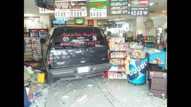 car-crashes-into-store-on-212-and-oglesby-2013-04-159512 38 47