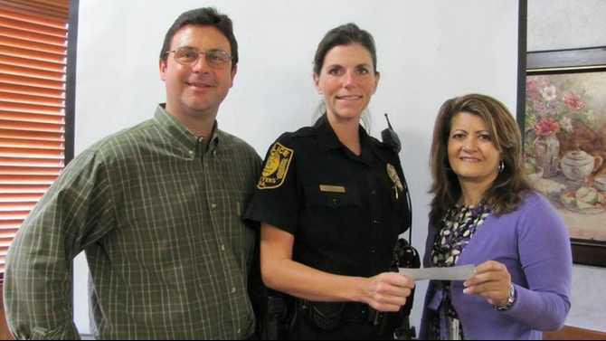 Kiwanis-gives-to-Shop-for-a