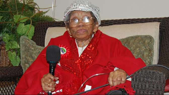 Rockdale-Co.-BOC-proclaimed-Nov.-16-Anna-Dillard-Day-in-honor-of-her-100th-birthday.-Friends-and-family-gathered-at-Olivia-Haydell-Senior-Center-to-celebrate