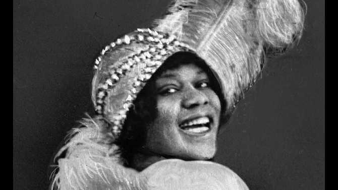 14-03-01 - Bessie Smith feather hat