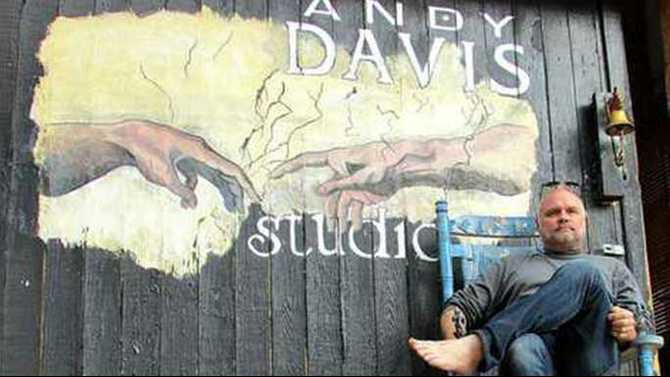 Andy-Davis-at-his-studio-by-Christine-Fonville-of-The-Neighbor