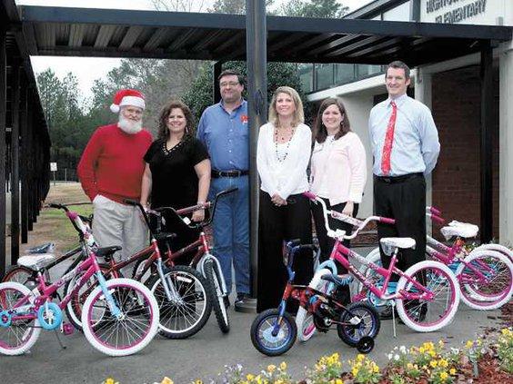 Kiwanis-donates-bikes-to-Hi
