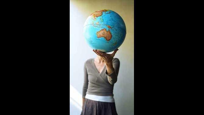 woman-holding-world-pop 11458